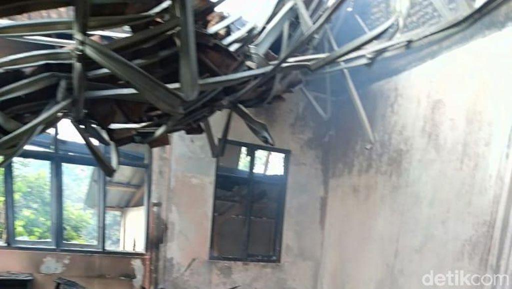 SDN di Cisompet Garut Kebakaran, Fasilitas Sekolah Hangus