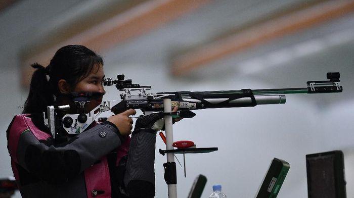 Vidya Rafika Rahmatan Toyyiba meraih emas dari menembak di SEA Games 2019. (Foto: Sigid Kurniawan / Antara Foto)