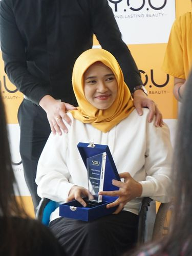 Komunitas Disabilitas Belajar Makeup di Hari Difabel Internasional
