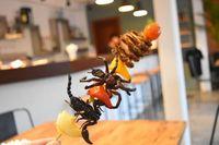 Buat yang Doyan Ulat dan Belalang, Wajib Mampir ke Kafe Serangga Ini