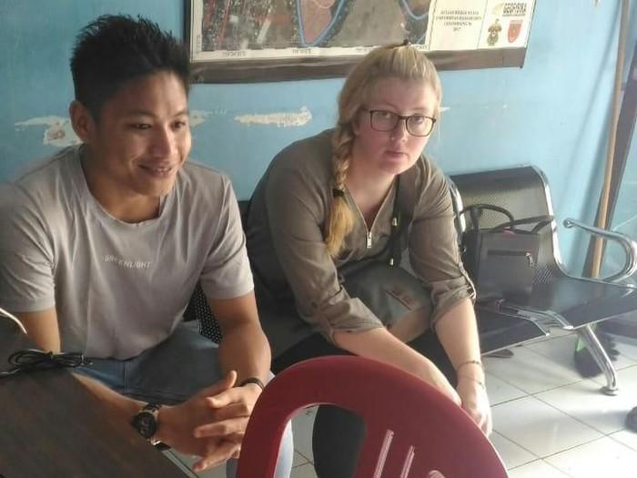 Foto: DOK. ISTIMEWA/Umar, pria asal Kabupaten Maros, Sulsel, bersama perempuan asal Jerman, Lena. saat mengurus surat nikah