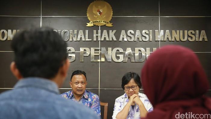 Sambangi Komnas HAM, tim kuasa hukum Novel Baswedan mendesak untuk menuntaskan proses hukum terhadap penyidik senior KPK itu.