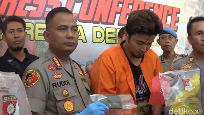 Kapolresta Denpasar Kombes Ruddi Setiawan dalam rilis kasus pencurian dengan kekerasan. (K Riza/detikcom)