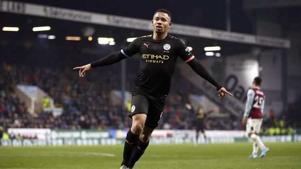 Gabriel Jesus mencetak dua gol awal Manchester City ke gawang Burnley.