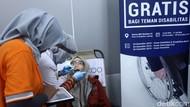 Asyik! Teman-teman Difabel Bisa Periksa Gigi Gratis di Stasiun MRT