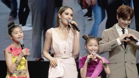Intip Aksi Cinta Laura saat di Korea Selatan Yuk!