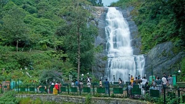 Kodaikanal yang terletak di provinsi Tamil Nadu, menawarkan suasana yang sedikit berbeda dengan India selatan yang cenderung panas. Kodaikanal diketahui memiliki iklim sejuk dan alam yang lebih hijau (Kodai)