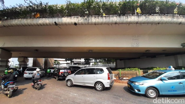 U-turn Jalan Satrio, Jaksel (Yogi/detikcom)