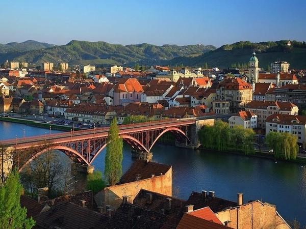 Selain ibukotaLjubljana, nama Maribor di Slovenia juga populer sebagai destinasi para backpacker. Harga yang bersahabat hingga arsitektur kota yang khas dari zaman pertengahan makin membuat Maribor menarik (Youtube)