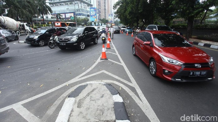 Suasana Uji Coba Penutupan U-Turn Jl Satrio (Foto: Rifkianto Nugroho/detikcom)