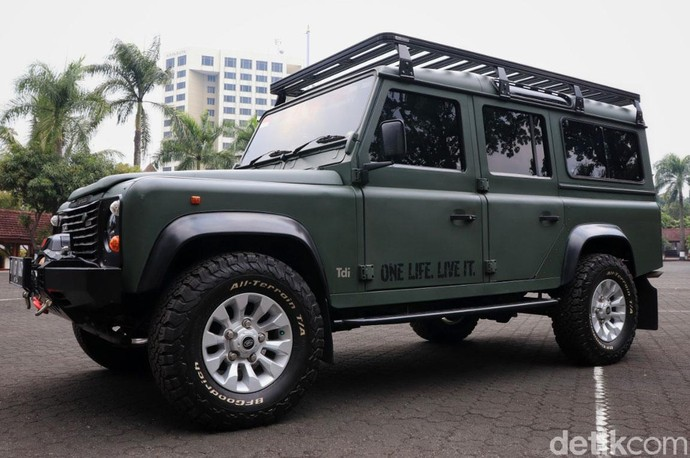 Garang! Land Rover Defender Sang Jenderal
