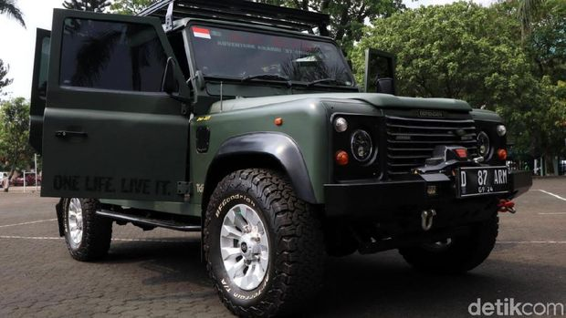 Land Rover Defender Modifikasi ala Jenderal, Green Army Look