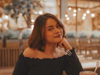 Hobi Mukbang, Ini Gaya Model Cantik Safira Crespin yang Doyan Makan
