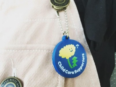 Ide dari Jepang: Pin Peduli Ayah-Ibu yang Bawa Anak di Kereta