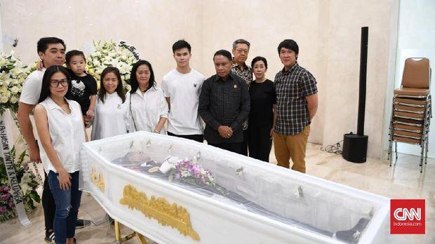 Edgar bersama keluarganya.