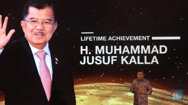 Penuh Prestasi, Jusuf Kalla Raih Lifetime Achievement Award