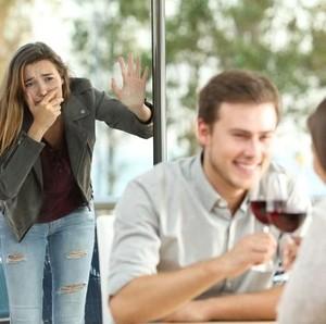 Mengembalikan Kepercayaan Istri pada Suami yang Selingkuh dengan Teman Kerja