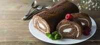 Sponge Cake yang Digulung, Diberi Aneka Isi dan Hiasan Kreatif