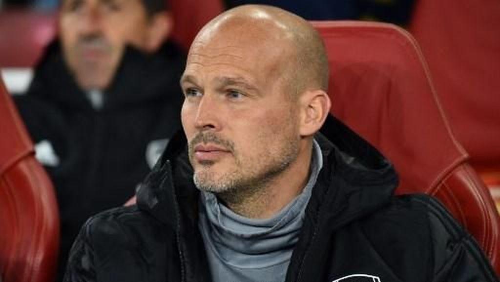 Ljungberg Butuh Saran, Wenger Siap Membantu