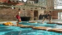 Ada 25 atraksi di wisata air ini, termasuk kolam ombak. Cocok buat liburan bareng keluarga. (rulantica/instagram)