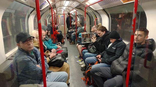 Menjajal Kereta Bawah Tanah Pertama Dunia di London