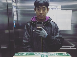 Curhat Mantan Member Boyband Korea yang Kini Jadi Kurir Antar Barang
