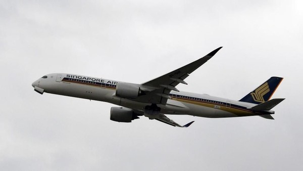 Posisi ketiga diduduki oleh Singapore Airlines yang juga menjadi kelas satu terbaik. (PASCAL PAVANI/AFP)