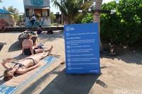 Untuk bisa menikmati pantai ini, pengunjung diminta untuk mematuhi beberapa peraturan. Contohnya dilarang untuk membawa peliharaan, tak boleh bermesaraan dan dilarang mendirikan tenda di area pantai (Bonauli/detikcom)