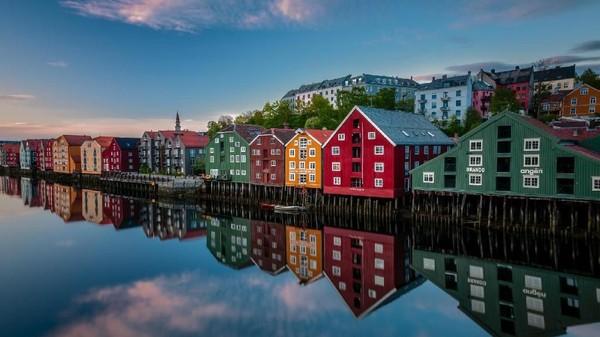 Di kalangan milenial hingga backpacker, nama Trondheim di Norwegia telah cukup populer. Kota yang dinamis serta hadirya sejumlah kafe kekinian membuat kota ini cukup disukai para hipster (Visit Norway)