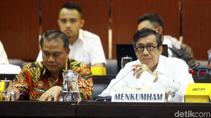 Menkum HAM Yasonna Laoly menghadiri rapat kerja bersama Badan Legislasi (Baleg) DPR. Rapat membahas usulan Program Legislasi Nasional (Prolegnas) 2020-2024.