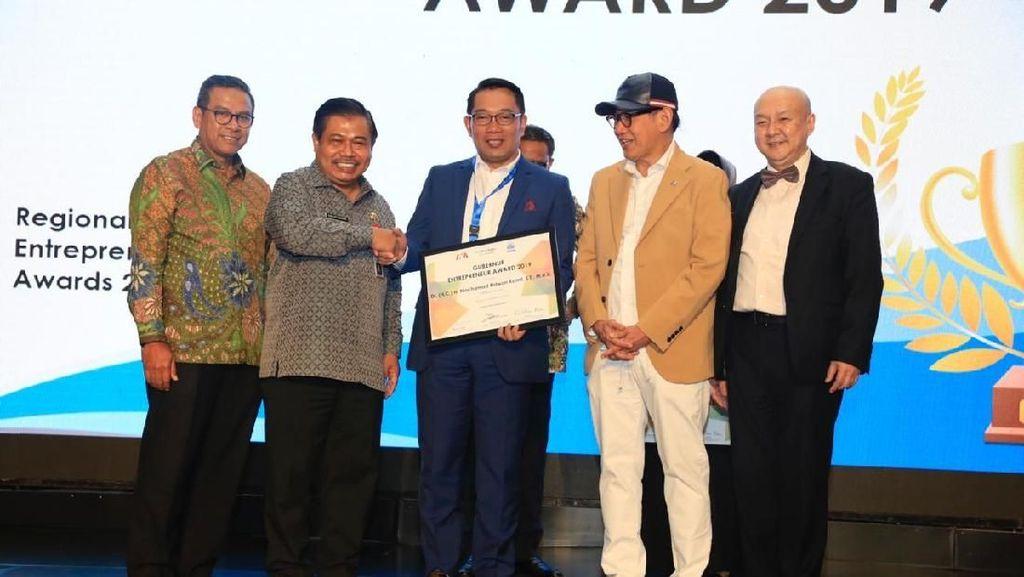Anies-Ridwan Kamil Sabet Penghargaan Leader Regional Enterpreneur 2019