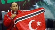 Facrul Razi Bentangkan Bendera Aceh di Parlemen