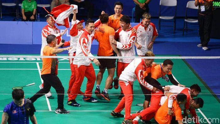Jonatan Christie dkk emas bulutangkis beregu SEA Games 2019 Filipina usai mengalahkan Malaysia 3-1 di Muntinlupa Sports Complex, Rabu (4/12/2019).(Grandyos Zafna/detikSport)