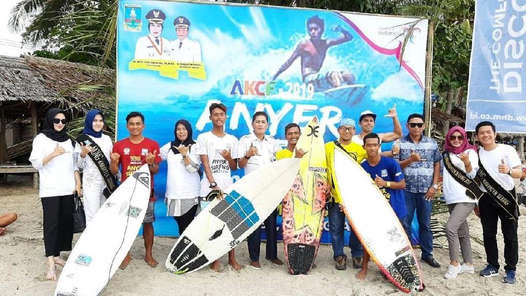 Peselancar Lokal & Mancanegara Ramaikan Kompetisi Surfing di Anyer