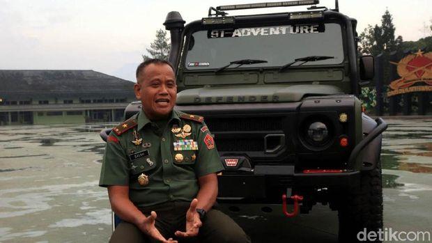 Brigjen TNI M Saleh Mustafa dan mobil kebanggaannya