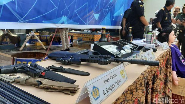 Pemusnahan barang bukti ilegal di kantor Bea Cukai Palembang