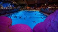 Ini adalah salah satu kolam besar di Rulantica. Suasananya seperti di malam hari (Rulantica EN/twitter)