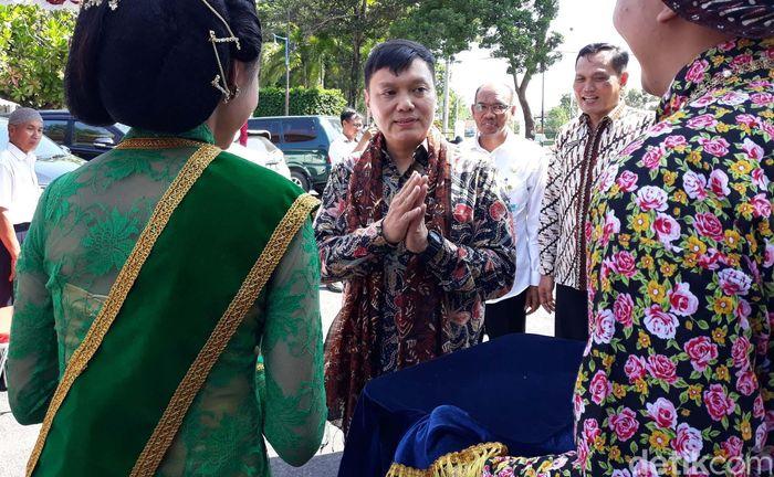Program yang bertujuan menggandeng masyarakat untuk menyelesaikan masalah tanah ini baru pertama kali ada di Indonesia.