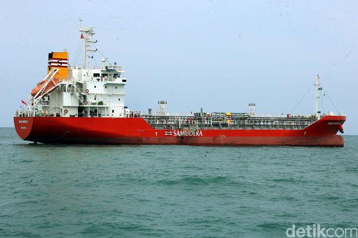 Kapal tanker Samudera Indonesia bersandar di Tanjung Sekong, Merak, Provinsi Banten, Kamis (05/12/2019).