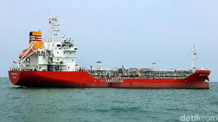PT Samudera Indonesia Tbk mengoperasikan kapal motor tanker (MT) Sinar Morotai. Yuk kita lihat dari dekat.