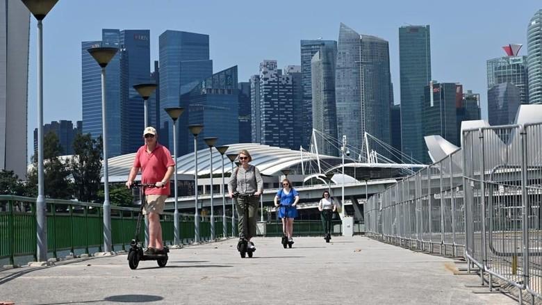 Ilustrasi skuter listrik di Singapura (CNN)