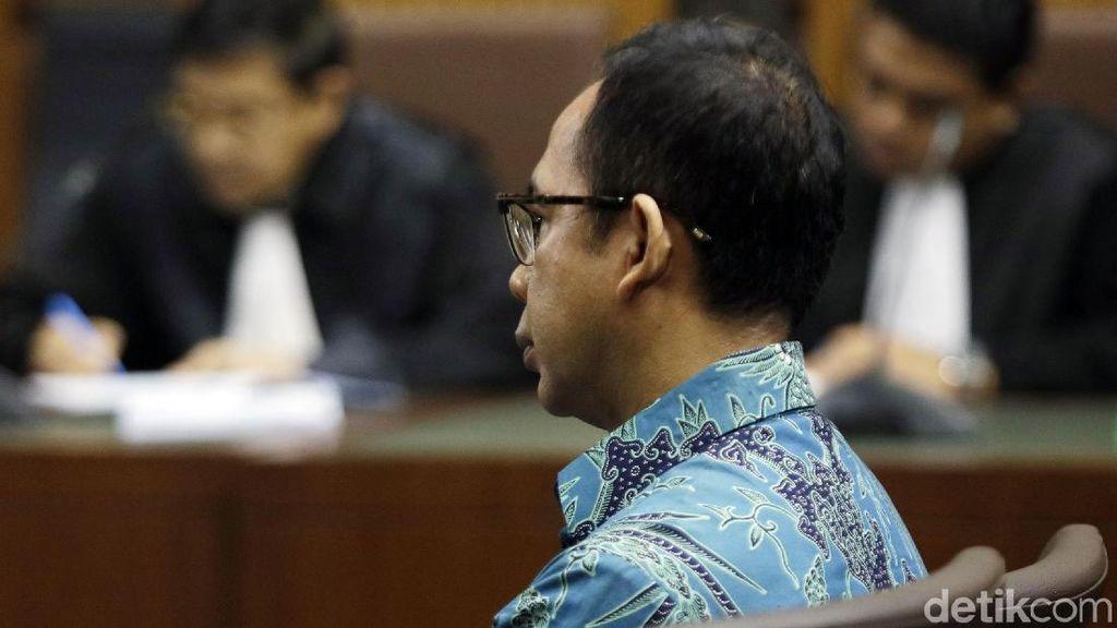 Hakim Tunda Sidang Kasus Korupsi Wawan Adik