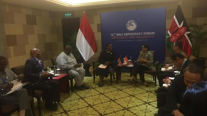 Foto: Pertemuan Bilateral Menlu Retno di Bali Democracy Forum. (Ibnu Hariyanto/detikcom).