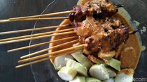 Sate Ayam Cilacap : Sedapnya Sate Ayam Legendaris yang Pakai Dua Tusukan