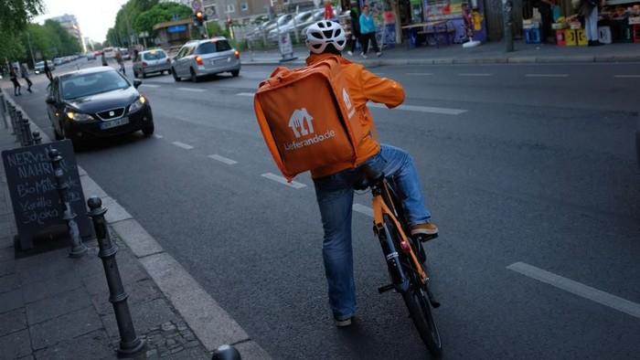 Ilustrasi pengantar makanan pakai sepeda. Foto: Getty Images