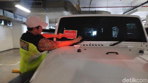 Mobil mewah penunggak pajak di Jakarta Utara