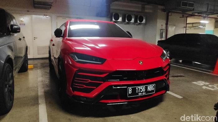 Foto: BPRD DKI menemukan mobil jenis Lamborghini dengan pelat yang tidak sesuai. (Alfons-detikcom)