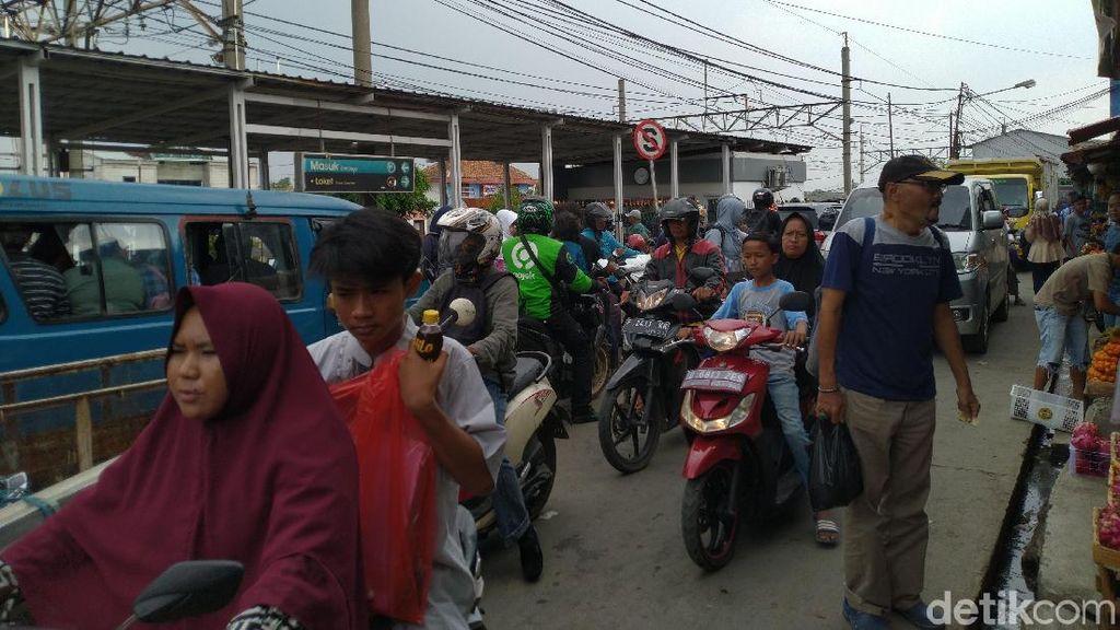 Banyak Ojek-Angkot Ngetem, Kawasan Stasiun Bojonggede Semrawut