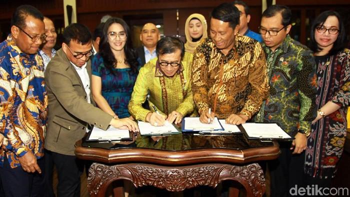 DPR dan Pemerintah menandatangani Prolegnas 2020 (lamhot/detikcom)