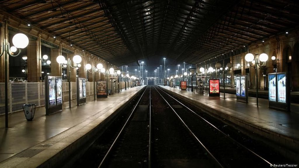Paris Lumpuh karena Aksi Mogok, Turis Diminta Menjauhi Menara Eiffel